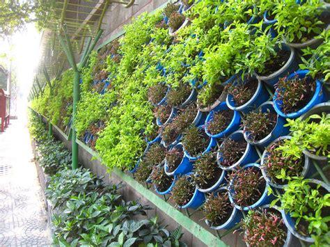 Vertical Garden by 20 Ideas For Creating A Vertical Garden