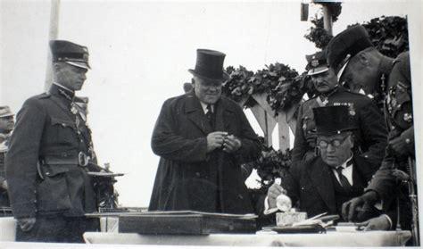 Ulmanis un Bangerskis kādā Latvijas armijas militārā pasākumā