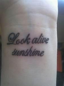 Sprüche Für Tattoos : 1001 ideen f r handgelenk tattoo werden sie unique im trend ~ Frokenaadalensverden.com Haus und Dekorationen