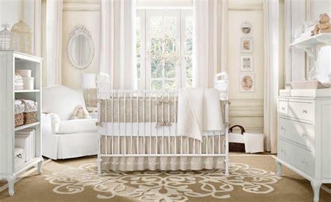 chambre bebe beige le tapis chambre bébé des couleurs vives et de l