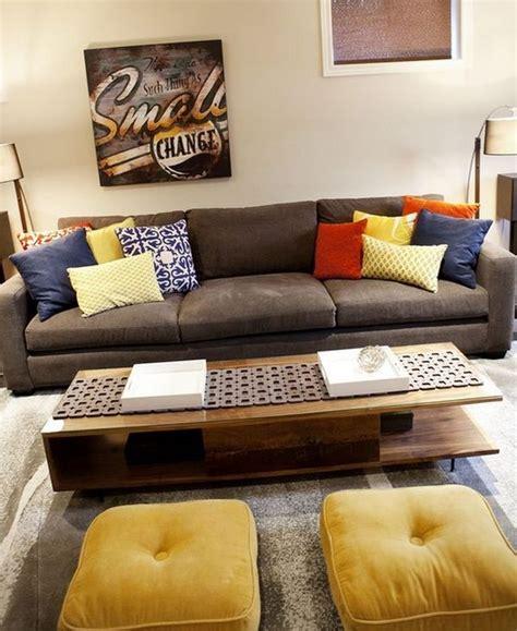 canapé marron idées d 39 oreillers et coussins de sol pour votre intérieur