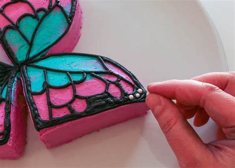 cool butterfly cake    cuts