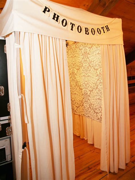 Diy Photo Booth Background Ideas by 15 Photo Booth Ideas For A Wedding Reception My