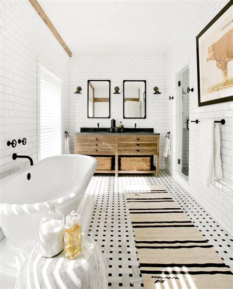beautiful bathroom  black white