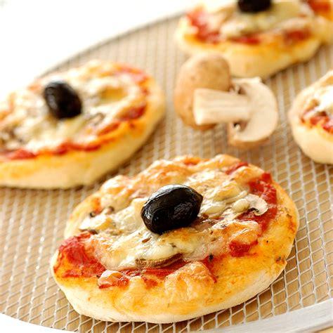 mini pizzas reine facile recette sur cuisine actuelle