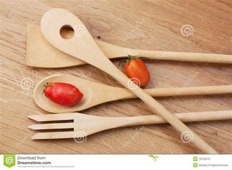 ustensil cuisine décoration ustensil cuisine bois 21 ustensiles
