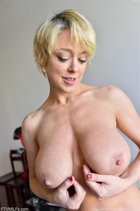 Busty Short Haired Milf Dee Posing Nude In Her Work
