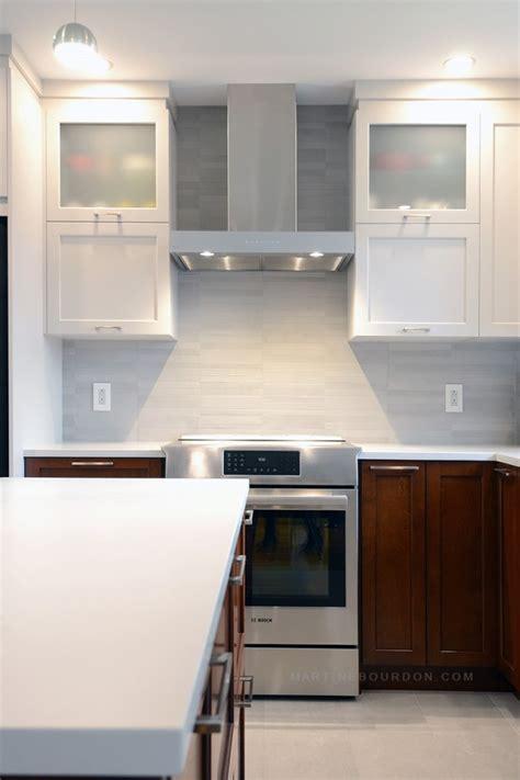 peinturer comptoir de cuisine cuisine deux tons équilibrée et fonctionnelle martine bourdon martine bourdon décoratrice d