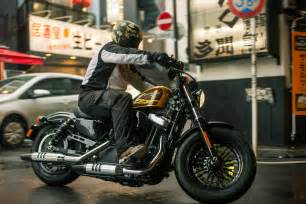harley davidson launches forty eight iron 883 and customs reviews driven