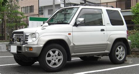 5 doors exterior mitsubishi pajero junior