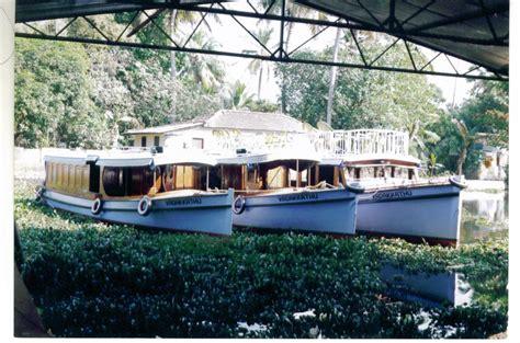 Kerala Houseboat Vacation by Vadakkathu Houseboats Kumarakom 1 Bedroom Vacation House