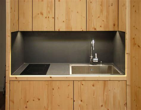 lumi鑽e de cuisine led eclairage cuisine plafond un clairage led mont au plafond de la cuisine permettant un peu de couleurs hotte de cuisine de plafond avec clairage