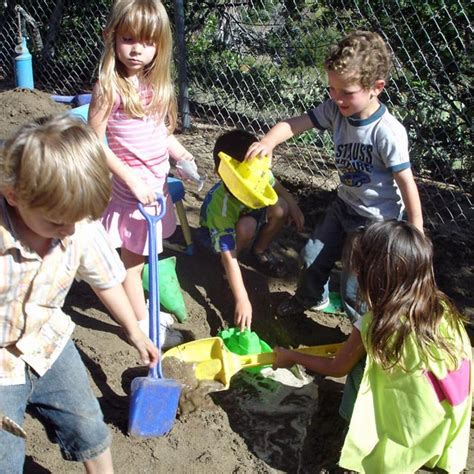 children s center 557 | Butterfly Constructing