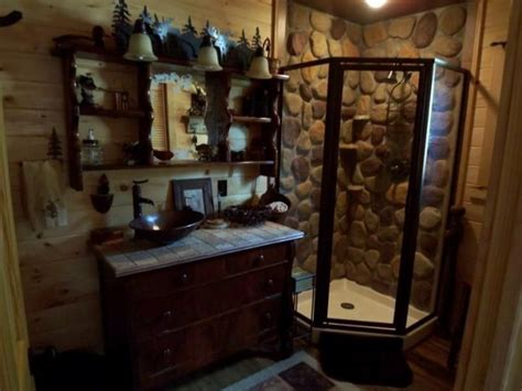 Rustic Themed Bathroom by Best 25 Rustic Cabin Decor Ideas On Rustic