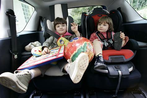 comment mettre un siege auto siège auto quelles sont les voitures familiales les