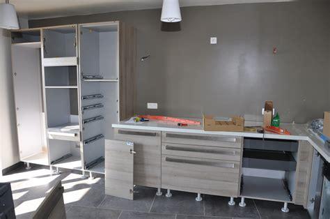 carrelage cuisine murale arrivée et montage de la cuisine le de soso construction maison bois