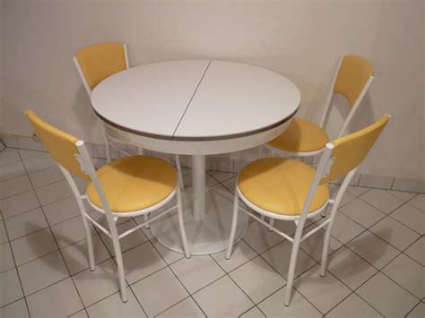 modèle table et chaise de cuisine originale