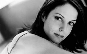Mary-Louise Parker Wallpapers HD Collection For Free Download