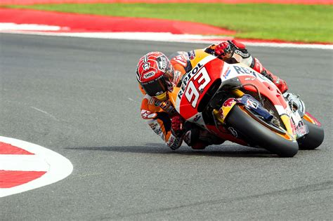 Just How Far Can A Motorcycle Lean In A Turn?