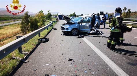 alle porte di catania a19 drammatico incidente stradale alle porte di catania