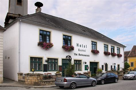Hotel-pension, Rathausplatz 7 (01