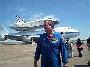 File:Astronaut Mike Foreman In Front Of Space Shuttle ...