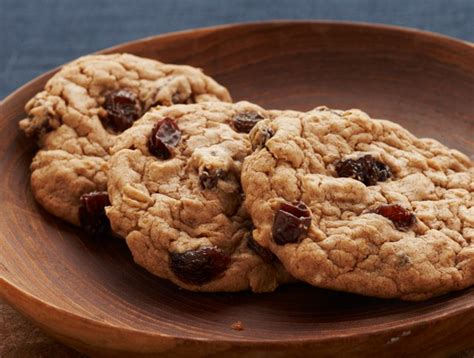 See more ideas about cake mix recipes, dessert recipes, recipes. Recipe: Spicy Oatmeal Raisin Cookies   Duncan Hines Canada®