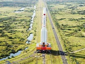 China successfully launches heavy-lift carrier rocket ...