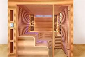 Sauna Mit Glasfront : sauna mit schmalen leisten und zwei steinstreifen erdmann sauna erdmannsaunabau ~ Orissabook.com Haus und Dekorationen