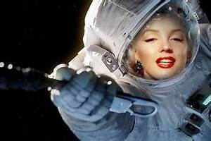 Adjust your face in a diving suit of an astronaut in space ...