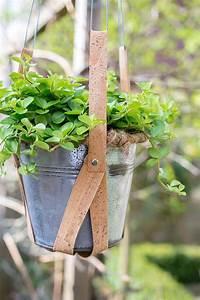 Pflanzen Bewässern Mit Plastikflasche : blumenaufh ngung aus kork gestalte deinen balkon oder deine terasse doch mal mit kork und h nge ~ Frokenaadalensverden.com Haus und Dekorationen