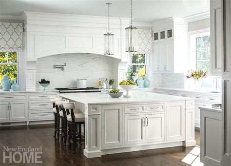 big white kitchen 17 best ideas about traditional white kitchens on 959 | d88a731c1b02fe17a91972eca627a55d