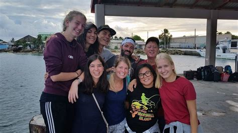 Marshall Islands Team Helps Give Back to the Community ...