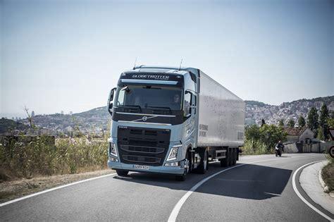 volvo trucks  gas trucks cut  emissions