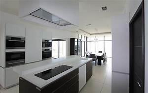 cuisine design avec ilot central les bains et cuisines d With carrelage adhesif salle de bain avec plafonnier led cuisine design