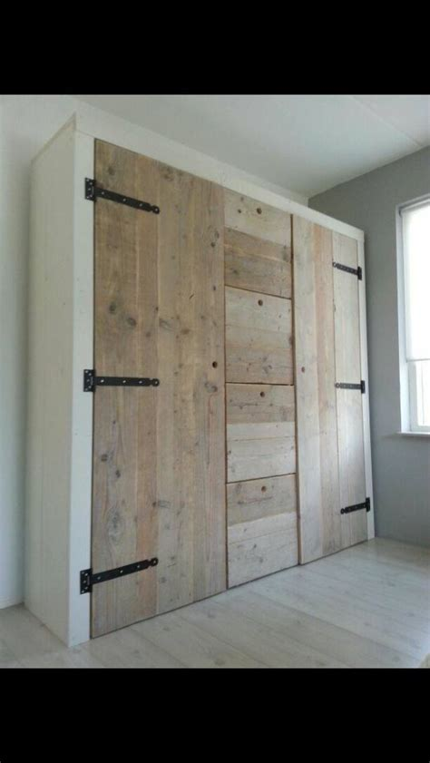 this is interesting closet or storage i like the drawers in the middle country or contempory