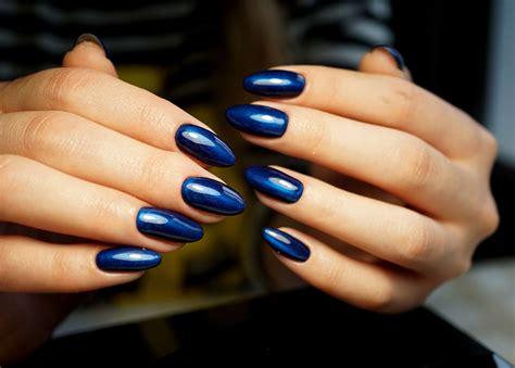 En este video te muestro como hacer este efecto en uñas piel de dragón o bubble nails, los mejores tips. 5 colores para uñas que lucen genial en chicas de piel morena