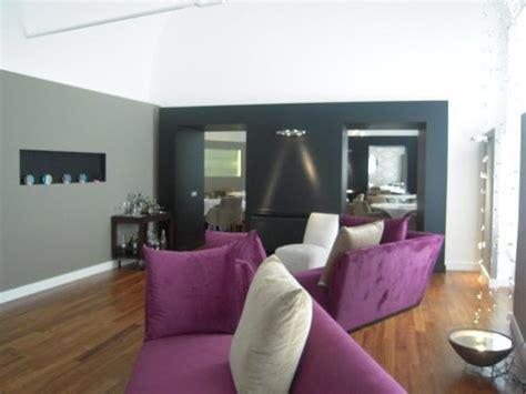 foto contraste de paredes  colores fuertes de pinturas