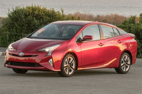toyota prius  expensive car  maintain study finds