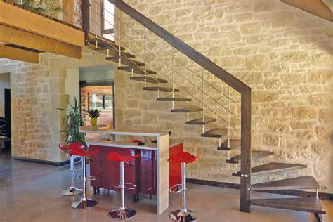 un escalier suspendu pour moderniser int 233 rieur