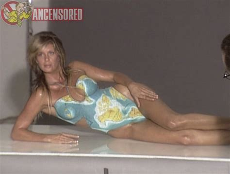 Rachel Hunter Desnuda En Final Move Cloudy Girl Pics