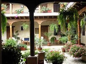 Innenhof Spanischer Häuser : central courtyard my grandparents homes had courtyards very modest but loved the feeling of ~ Udekor.club Haus und Dekorationen