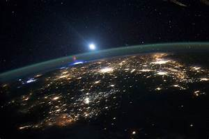 International Space Station snaps red sprite above a US ...