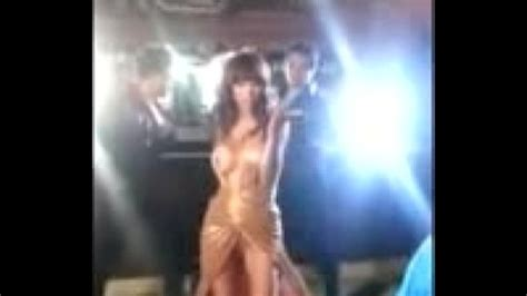 Anushka Sharma Boobs Shown During Shooting Hot Cleavage