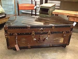 Trunk coffee table amazon storage trunk coffee table trunk for Creative diy trunk coffee table