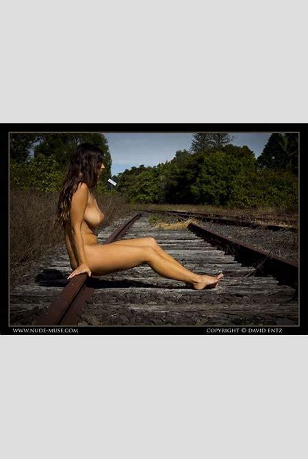 Scarlett Morgan Railway Nude Muse – Curvy Erotic