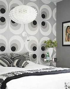 White And Black Circle Wallpaper For Bedroom