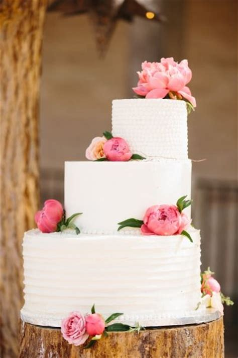 pretty wedding cakes deer pearl flowers