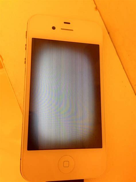 phone screen flickering iphone 4s screen replaced now it s flickering
