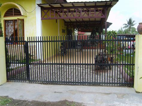 contoh model pintu pagar besi rumah terbaru ala model